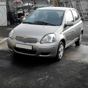 Автомобиль Toyota Yaris 2003